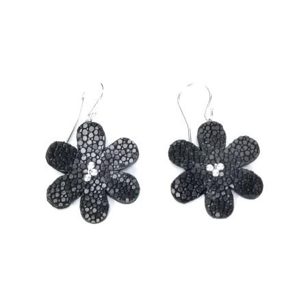 Boucles d'oreilles Fleur de Galuchat Noir